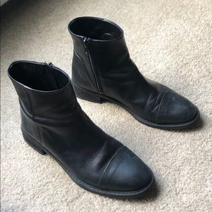 Davos Gamma Black Leather Booties